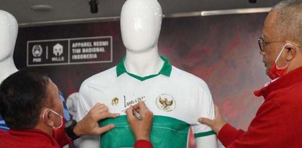 Jersey away atau tandang tim nasional (timnas) Indonesia telah resmi dirilis. Hal tersebut diketahui setelah Mills Sport selaku penyedia apparel timnas