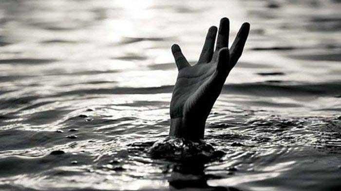 Warga Sragen Nekat Menyeburkan Diri ke Sungai Bengawan Solo