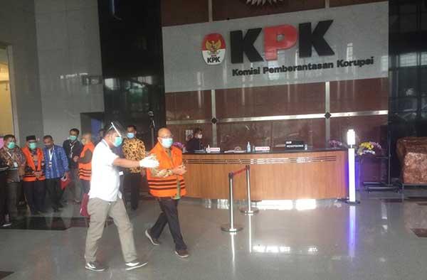 KPK Serahkan Berkas Perkara Tahap 2 Untuk 3 Tersangka Kasus Suap RAPD Provinsi Jambi