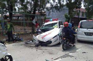 Kecelakaan Ambulans Vs Truk di Jalan Solo-Purwodadi