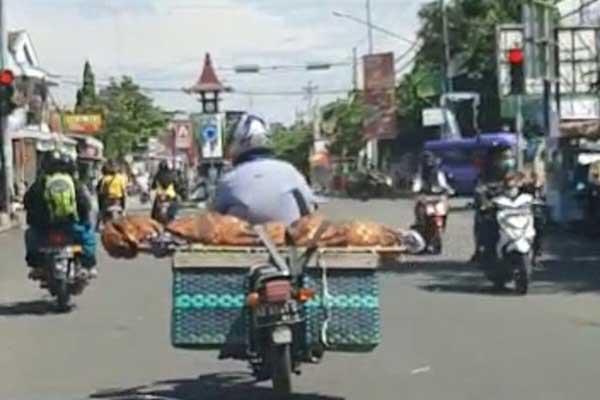 Pria di Boyolali Angkut Jenazah Pakai Motor Dari Banyudono Ke Simo