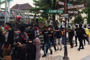 Puluhan Pelajar Yang Ditangkap Saat Ada Demo di Balai Kota Solo, Disuruh Sungkem Orang Tua