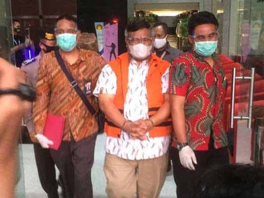 KPK Perpanjang Masa Penahanan Bupati Labuhanbatu Utara Khairuddin Syah Sitorus