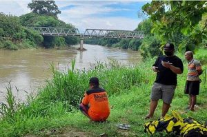 Warga Sragen Diduga Terjun Ke Sungai Bengawan Solo