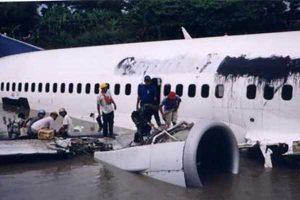 16 Januari 2002, Pesawat Garuda Mendarat Darurat di Bengawan Solo