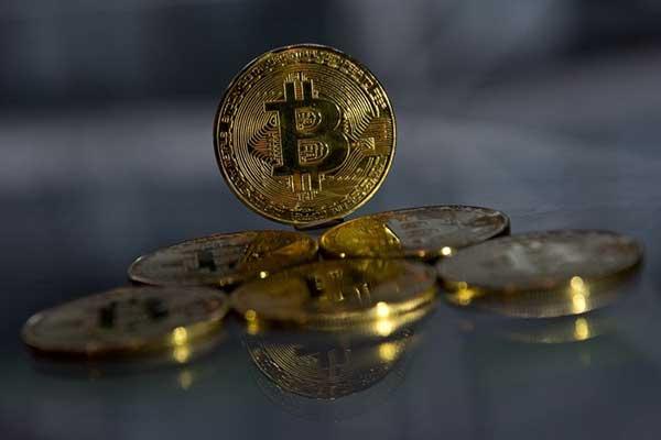 Usai Cetat Rekor Tertinggi, Harga Bitcoin Kini Anjlok 5 Persen