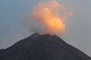 Kubah Lava Misterius di Tengah Kawah Gunung Merapi Akhirnya Terpantau