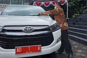 Jok Dicopot, Gibran Gunakan Mobil Dinas untuk Angkut Beras