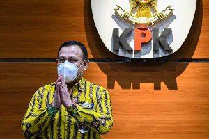 Penyidik Terima Suap, Ketua KPK Firli Bahuri Minta Maaf