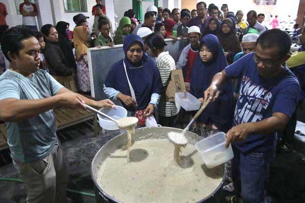 Tradisi Bubur Samin di Masjid Darussalam Ditiadakan