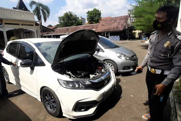Viral Mobil Honda Jazz Nge-drift di Simpang Jensud Solo
